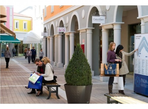 https://www.bibione-vacanze.it/wp-content/uploads/2015/05/palmanova-outlet-village-500x368.jpg